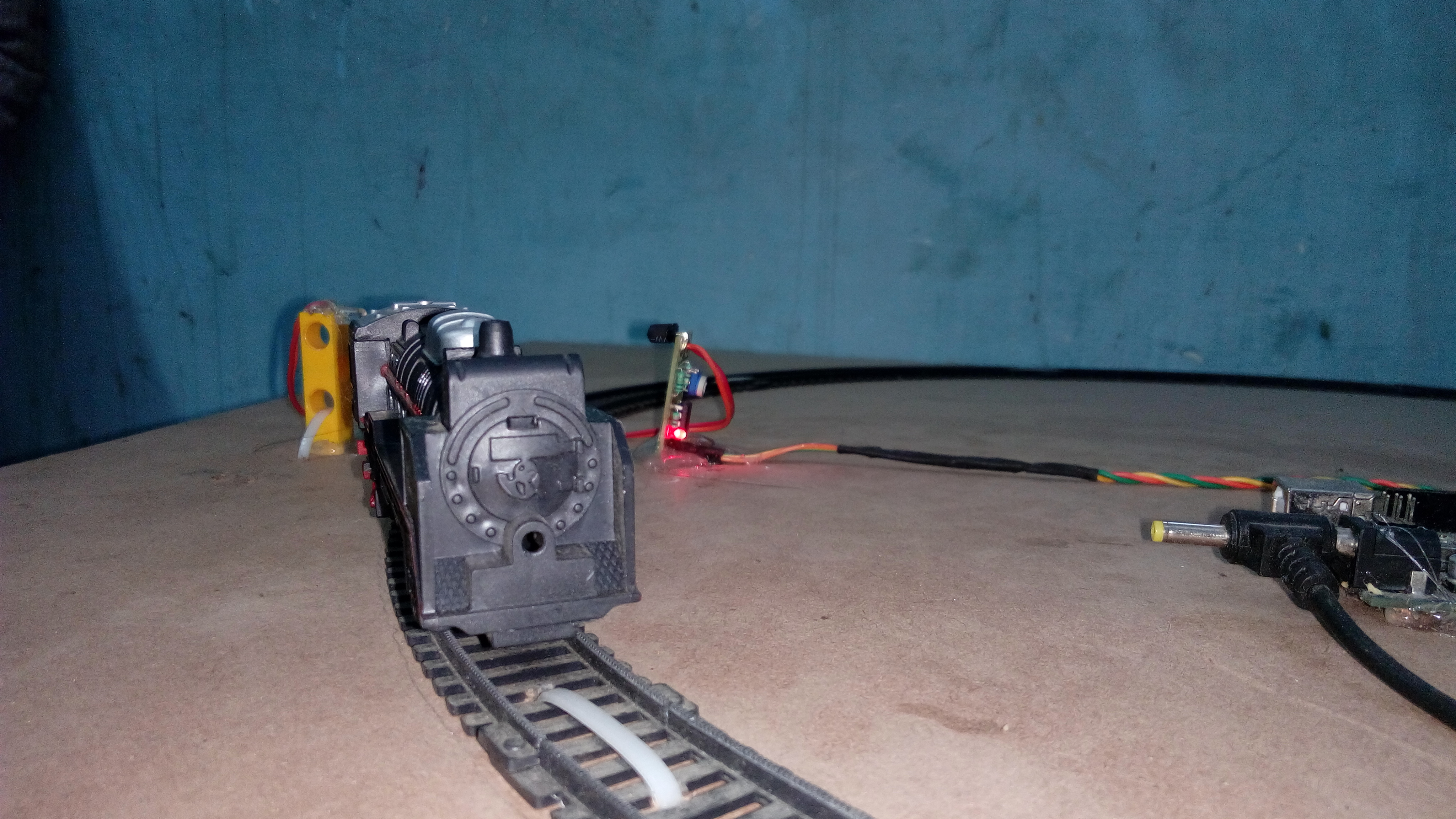 Automatic Railway Crossing Using Arduino 12v Stepper Motor Geared 4 Phase 5 Wires For Experiment Uno Or Other 2 L293d Driver Ic Shild 3 Two Ir Sensor One Dc 30 Rpm 12volt Power Supply Smps 6 A Toy Train