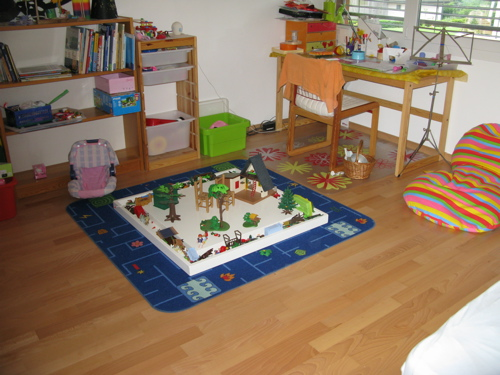 Kids table for playmobil for Table playmobil